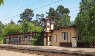 Stacja Puszczykowo; źródło: Wikipedia.org